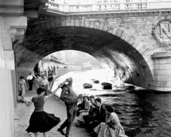 dance-under-bridge